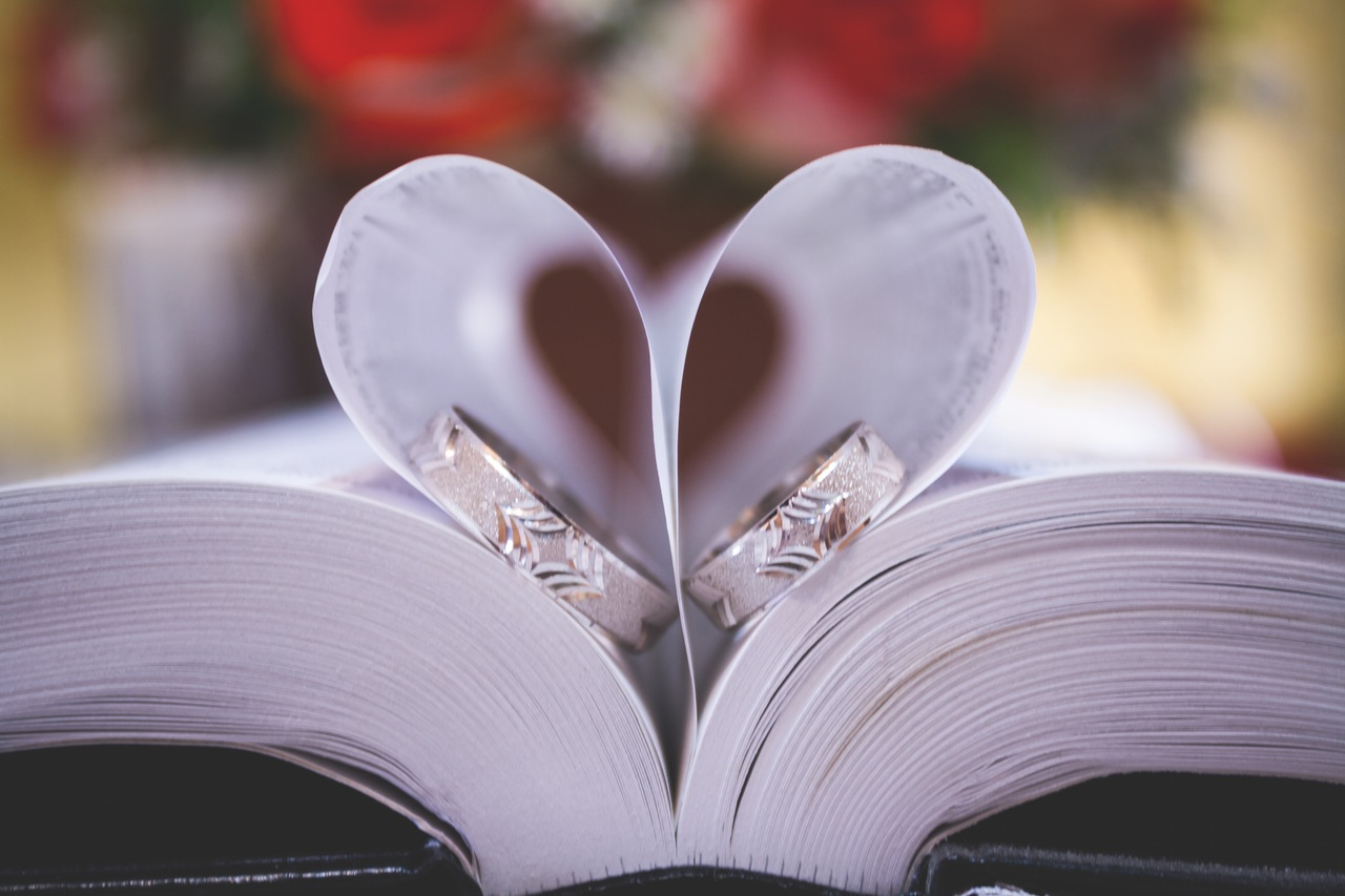 Top 12 Romantic Books to Read on Valentine's Day 2017
